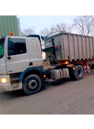 Camion de livraison bois de chauffage